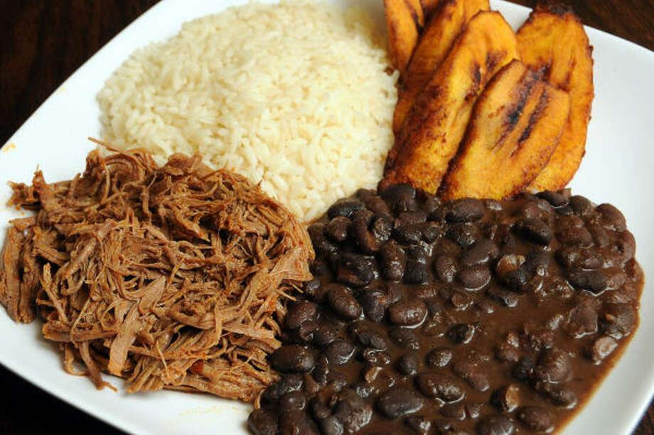 Pabellón Criollo: el plato típico venezolano, con caraotas, carne mechada, arroz blanco y plátanos. Photo: Dave Rossman, Para El Chronicle
