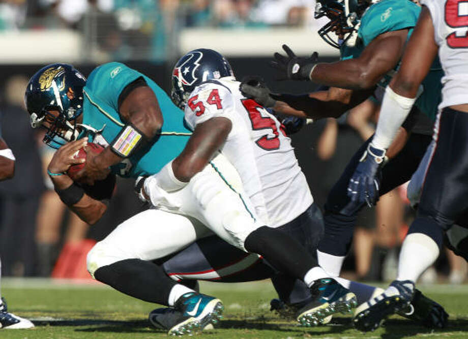 Texans linebacker Zac Diles sacks Jags quarterback David Garrard last Sunday. Diles has suffered from flu-like symptons this week. Photo: Brett Coomer, Chronicle