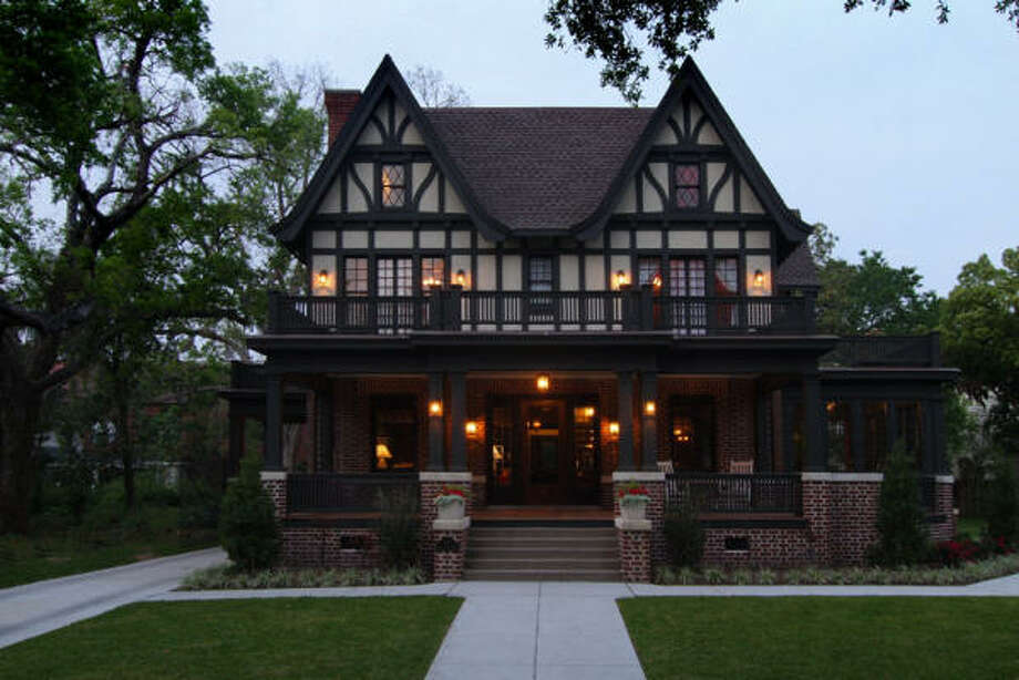 Home of Eric and Amy Powitzky at 4 Courtlandt Place, winner of 2010 Good Brick Award. Photo: Miro Dvorscak