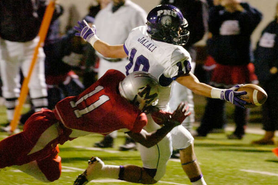 A touchdown by Port Neches-Grove's Amir Jalali, right, helped, but it wasn't enough to get past Manvel. Photo: Valentino Mauricio, BEAUMONT ENTERPRISE