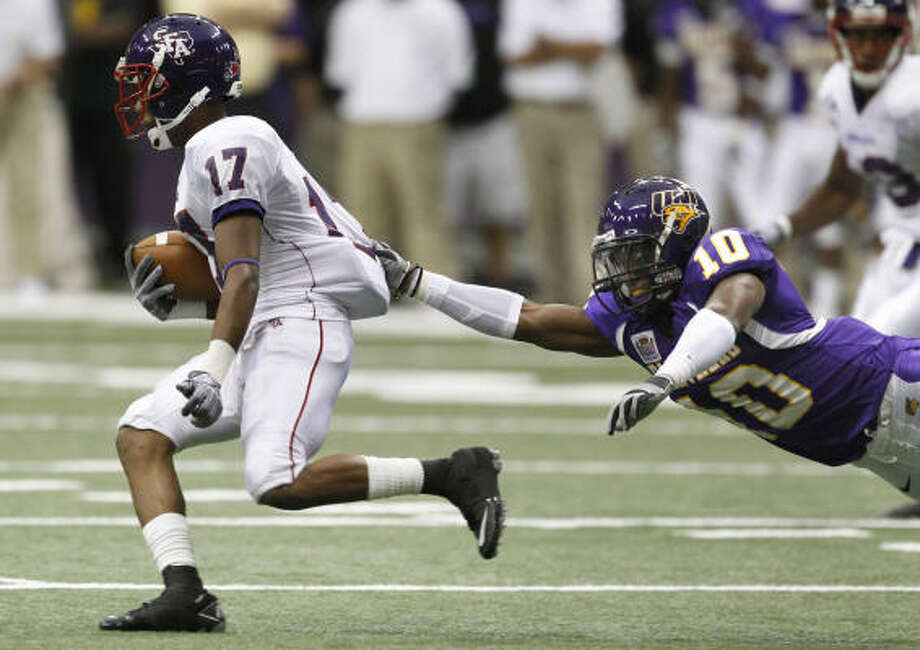SFA's Gralyn Crawford makes a move during his nine-catch game against Northern Iowa. Photo: Matthew Putney, AP