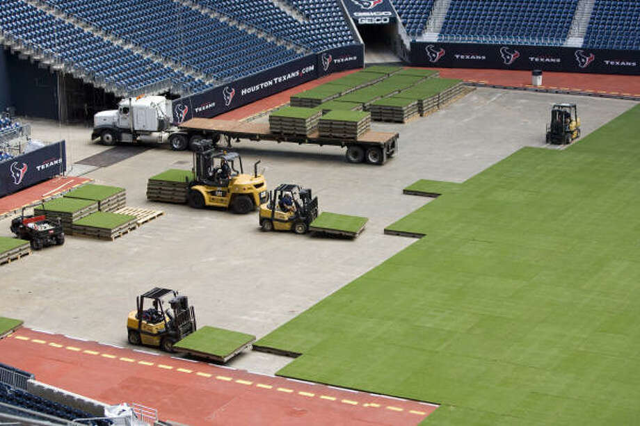 The cost of the artificial turf would be offset by revenue from high school and college games, which have been rarely played at Reliant because of the risk of damage to the removeable grass field. Photo: Brett Coomer, Chronicle