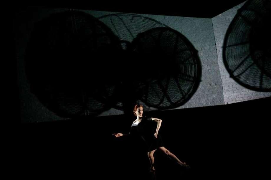 "Jody Melnick and Burt Barr "" Fanfare"" Choreography by Jody Melnick Video installation, sculpture: Burt Barr Performer:  Jody Melnick The Kitchen New York, N.Y. February 18, 2009 Photo Credit: Julieta Cervantes / Copyright ©2010 Julieta Cervantes"