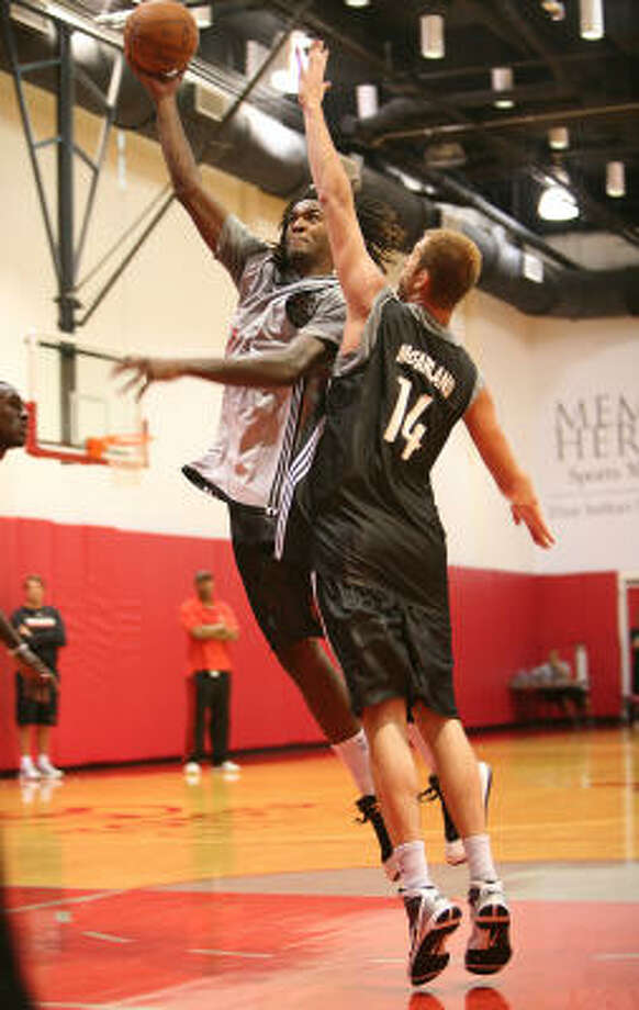 Jordan Hill has made 15 of 28 shots, averaging 13.3 points and 6.3 rebounds during summer league play. Photo: Mayra Beltran, Chronicle