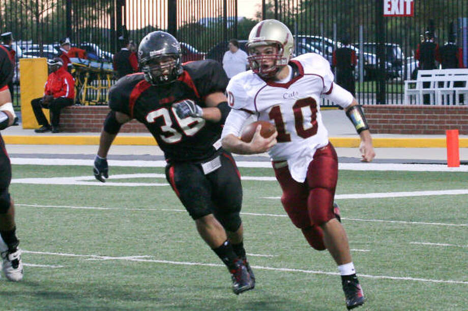 Cy Woods quarterback Colton Huntsman led his team four rounds into the playoffs last season. Photo: Chronicle File Photo