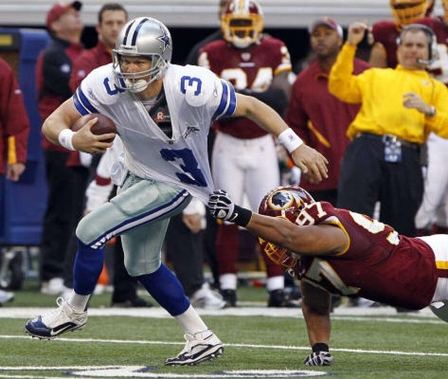 Cowboys quarterback Jon Kitna tries to scramble away from Redskins linebacker Lorenzo Alexander. Photo: Richard W. Rodriguez, MCT