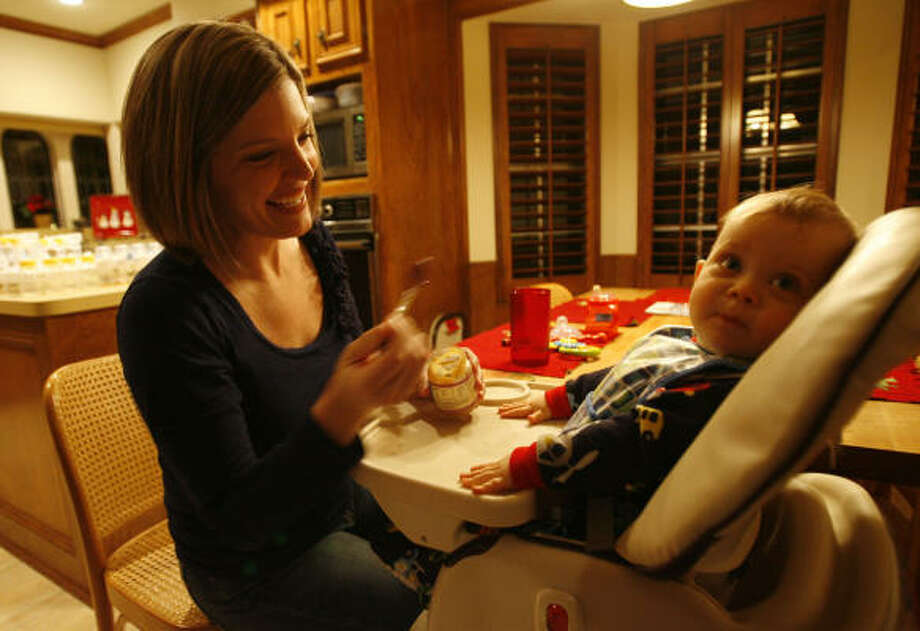 Lindsey Klingensmith says breastfeeding helped her lose some weight after her son, Cole, was born. But she struggled to lose the last 10 pounds she gained during pregnancy, which is a common predicament for many new mothers. Photo: JULIO CORTEZ, CHRONICLE