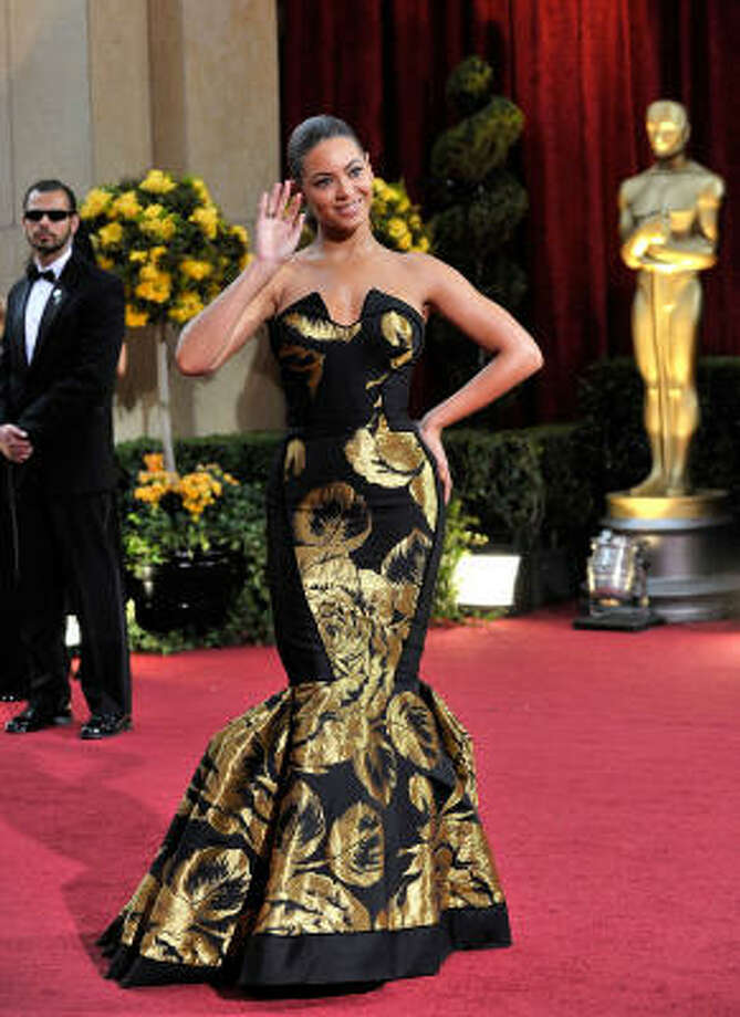 Beyonce's House of Dereon black and gold fishtail dress did her no favors at the Oscars. Photo: Mindy Schauer, MCT