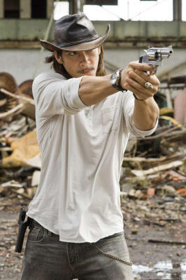 ÓSCAR JAENADA: hace su primera cinta en Estados Unidos interpretando a un mercenario. Photo: John Bramley, Warner Bros. Pictures