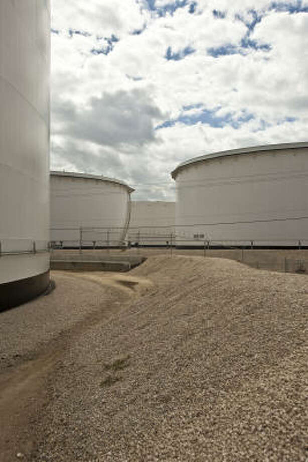 Some of Kinder Morgan's storage tanks are in Pasadena. Kinder Morgan officials say a drop in revenue last year had little impact on cash flow. Photo: Todd Spoth, For The Chronicle