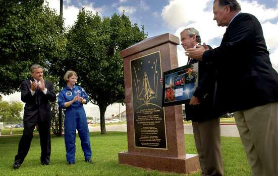 ** CORRECTS NAME FROM BILL BARBER TO BOB BARBEE ** Gregg County Judge Bill Stoudt, left, NASA astronaut Col. Pam Melroy, second left, Bob Barbee and Texas State Rep. Tommy Merritt, right, R-Longview, applaud the unveiling of a memorial to the Space Shuttle Columbia recovery crews during a ceremony Friday, July 9, 2004 at the East Texas Regional Airport in Lakeport, Texas. Over 17,000 search personel flew in and out of the airport during the months following the February 2004 tragedy. Photo: LES HASSELL, AP / LONGVIEW NEWS-JOURNAL