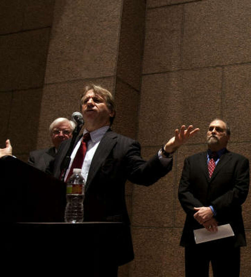 "Barry Scheck, with former Gov. Mark White at left, calls Friday in Houston for a moratorium on executions in Texas and says Gov. Rick Perry ""should admit that there was a mistake"" in the 2000 execution of Claude Jones. The inmate's son, Duane Jones, stands at right. Photo: Johnny Hanson, Chronicle"