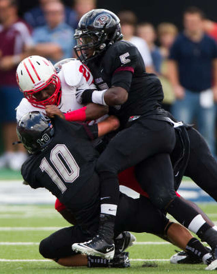 Katy Tigers running back Donovan Young (22) is wrapped up by Pearland Oilers defenders Myles Kanipes (10) and Dyquan Roberts (5). Photo: Smiley N. Pool, Chronicle