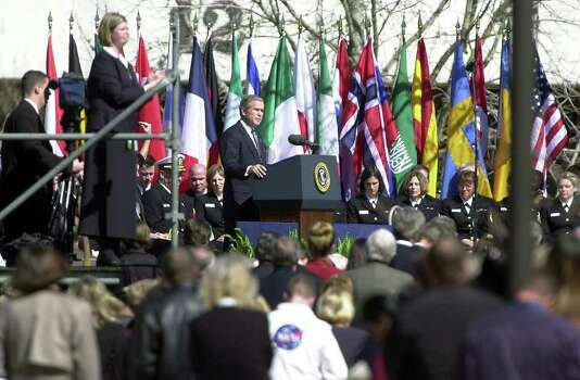 METRO  PRESIDENT BUSH delivers a somber speech in memory of the Columbia astronauts  during a noontime event at the Houston Space Center Tuesday, February, 4, 2003.    Tom Reel/Staff Photo: TOM REEL, SAN ANTONIO EXPRESS-NEWS / SAN ANTONIO EXPRESS-NEWS