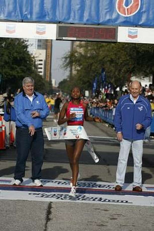Teyba Erkesso defended her title in the women's marathon. Photo: James Nielsen, Chronicle