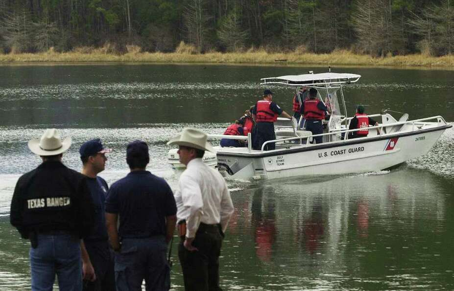 A crew departs from the Indian Mounds boat ramp on Toledo Bend Reservoir Monday, Feb. 3, 2003, in He