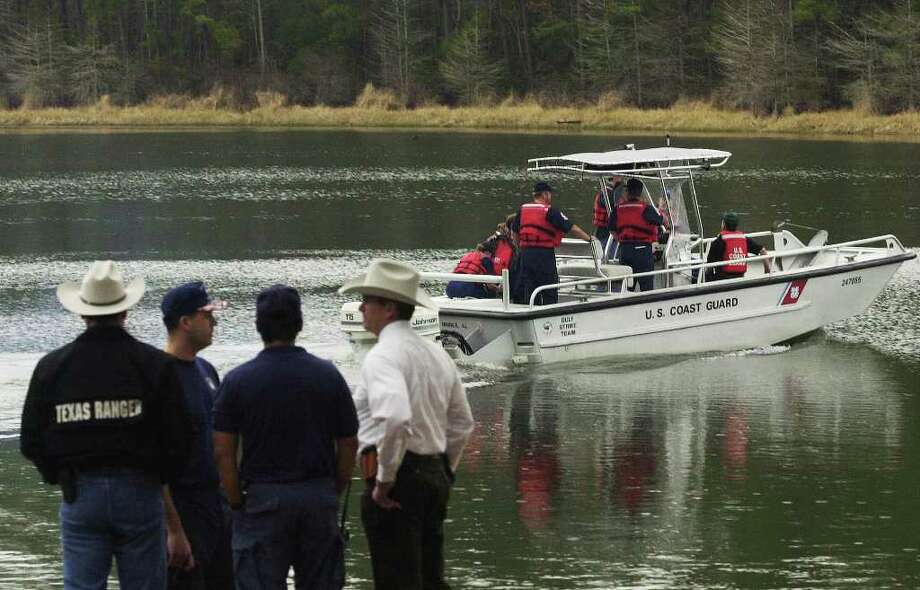 A crew departs from the Indian Mounds boat ramp on Toledo Bend Reservoir Monday, Feb. 3, 2003, in Hemphill, Texas, as they search the reservoir for debris from the space shuttle Columbia. Photo: CHARLIE GESELL, AP / THE TIMES