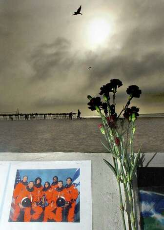 A makeshift memorial is placed near the Hermosa Beach Pier, in Hermosa, Calif., Saturday, Feb. 1, 2003, to honor the seven astronauts that died aboard the space shuttle Columbia that broke apart over Texas. Photo: BRUCE HAZELTON, AP / THE DAILY BREEZE