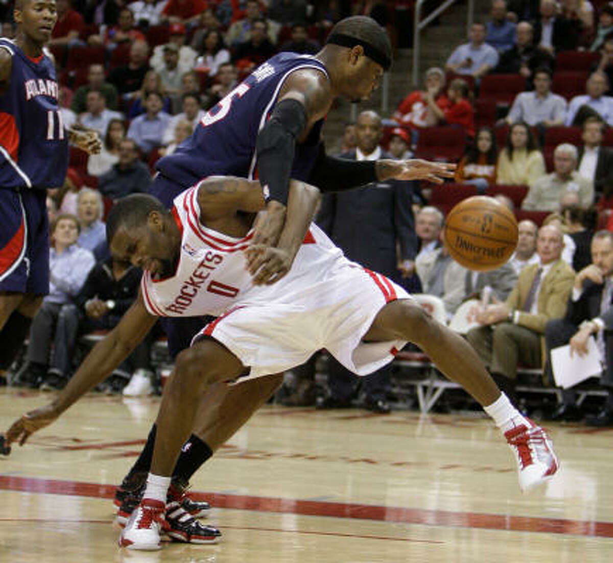 Josh Smith drives past Aaron Brooks during the fourth quarter. Smith led all scorers with 22 points.