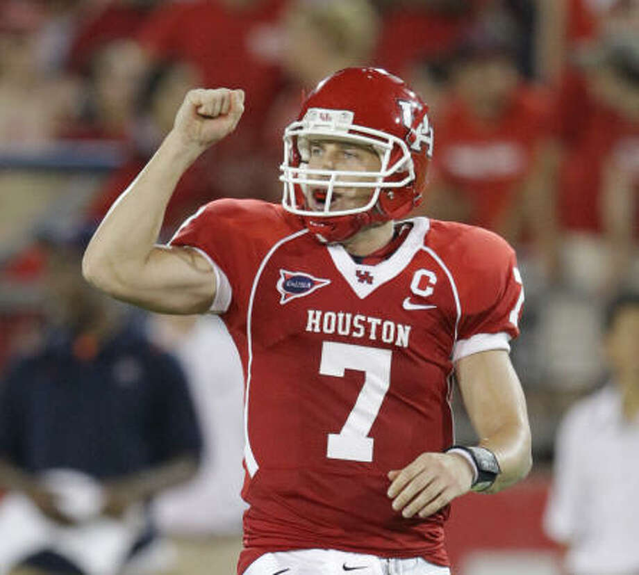 UH quarterback Case Keenum might return to the field when the Cougars take on UCLA tonight. Photo: Nick De La Torre, Chronicle