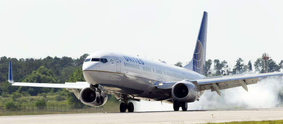 A United Airlines 737 with CEO Jeff Smisek aboard lands at Bush Intercontinental Airport ahead of schedule on Friday, decked out in the new United Airlines paint scheme, which includes the familiar Continental logo on the aircraft's tail section. Photo: Brett Coomer, Chronicle