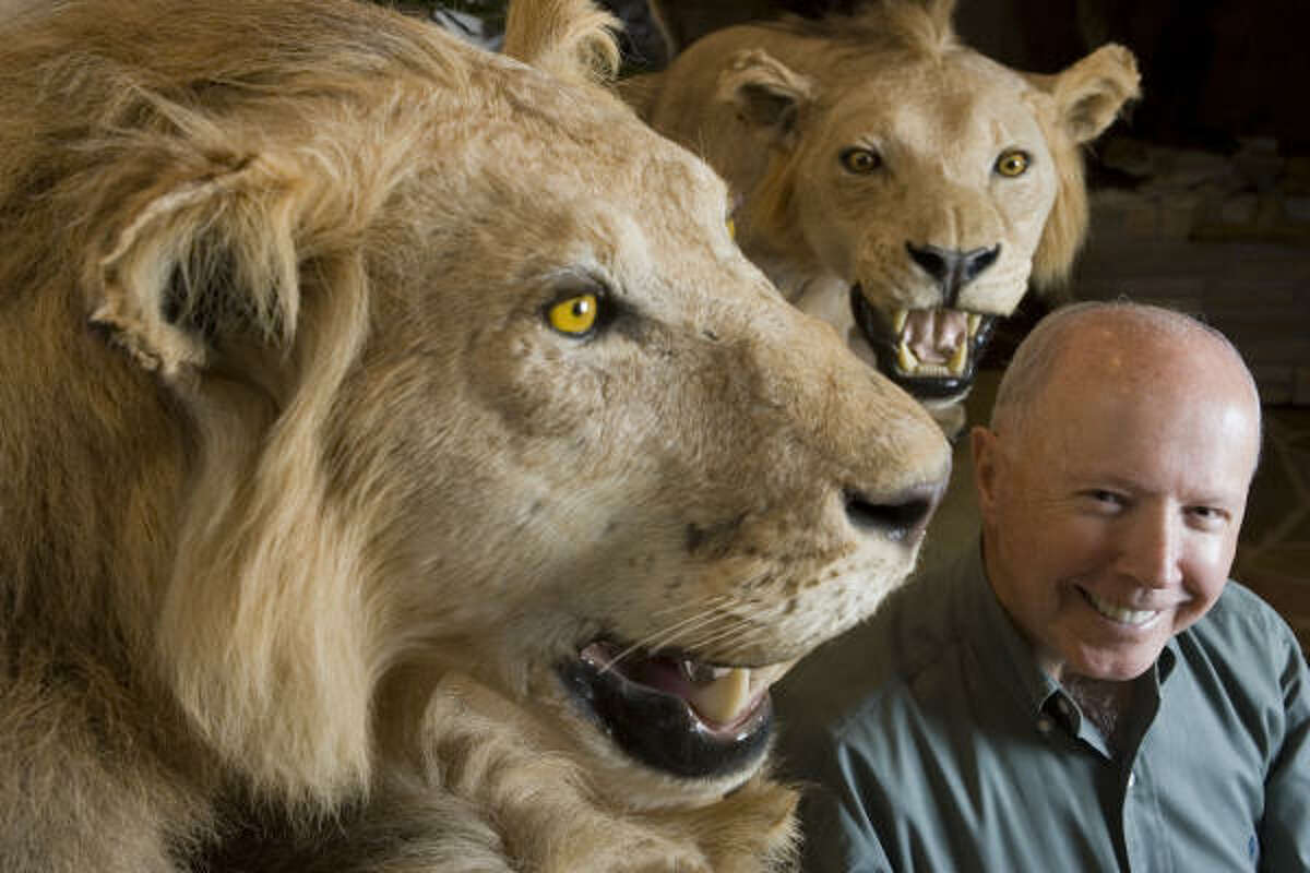 Dan Duncan was a big-game hunter who stalked prey on six continents and achieved the sport's major grand slams.