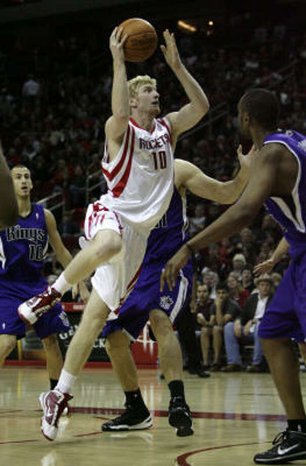 Chase Budinger has surprised home and road crowds with his jumping and dunking abilities. Photo: Billy Smith II, Chronicle