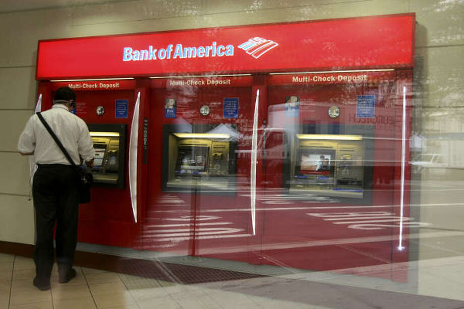 Despite reporting second-quarter profits this week, Bank of America and other megabanks saw their stocks drop over investor concern about the impact of federal rules. Photo: Jin Lee, Bloomberg