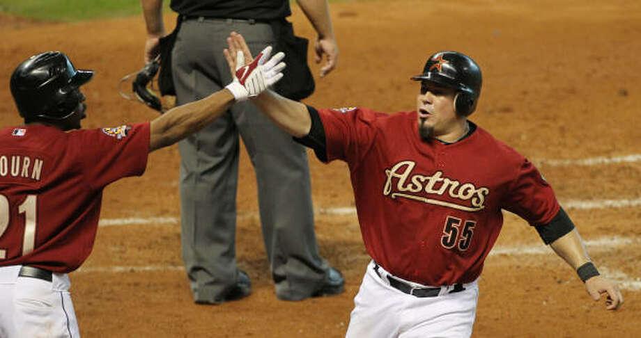 Humberto Quintero, right, hit .234 as the backup to Jason Castro last season. Photo: James Nielsen, Chronicle