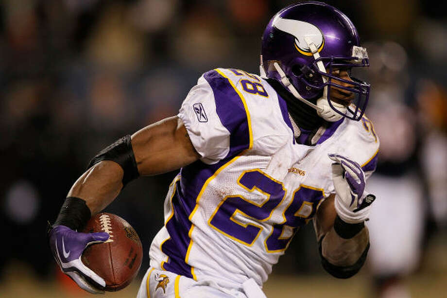 In their only regular-season meeting with Adrian Peterson, Dallas held him to 63 yards and one TD on 12 carries in 2007. Photo: Jonathan Daniel, Getty Images