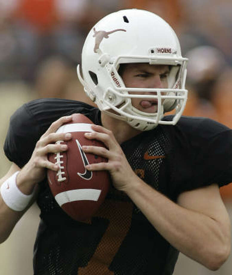 Texas sophomore quarterback Garrett Gilbert looks for a receiver during the first quarter of the spring game. Photo: Harry Cabluck, AP