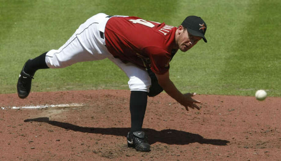 Astros righthander Roy Oswalt is 6-11 with a 3.12 ERA this season. Photo: Julio Cortez, Chronicle
