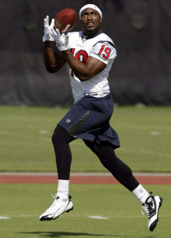 Wide receiver Dorin Dickerson agreed to a four-year deal worth $1.8 million. Photo: David J. Phillip, AP
