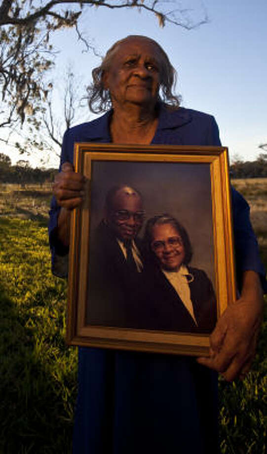Ella Mae Woodard, holding a portrait of herself and husband Robert, raised a dozen children in Brazoria County. Photo: Eric Kayne, Chronicle