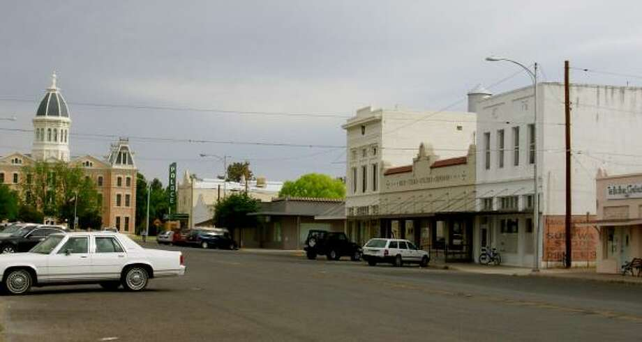 Marfa's once empty buildings are mostly filled with galleries now. Photo: HELEN ANDERS, AUSTIN AMERICAN-STATESMAN