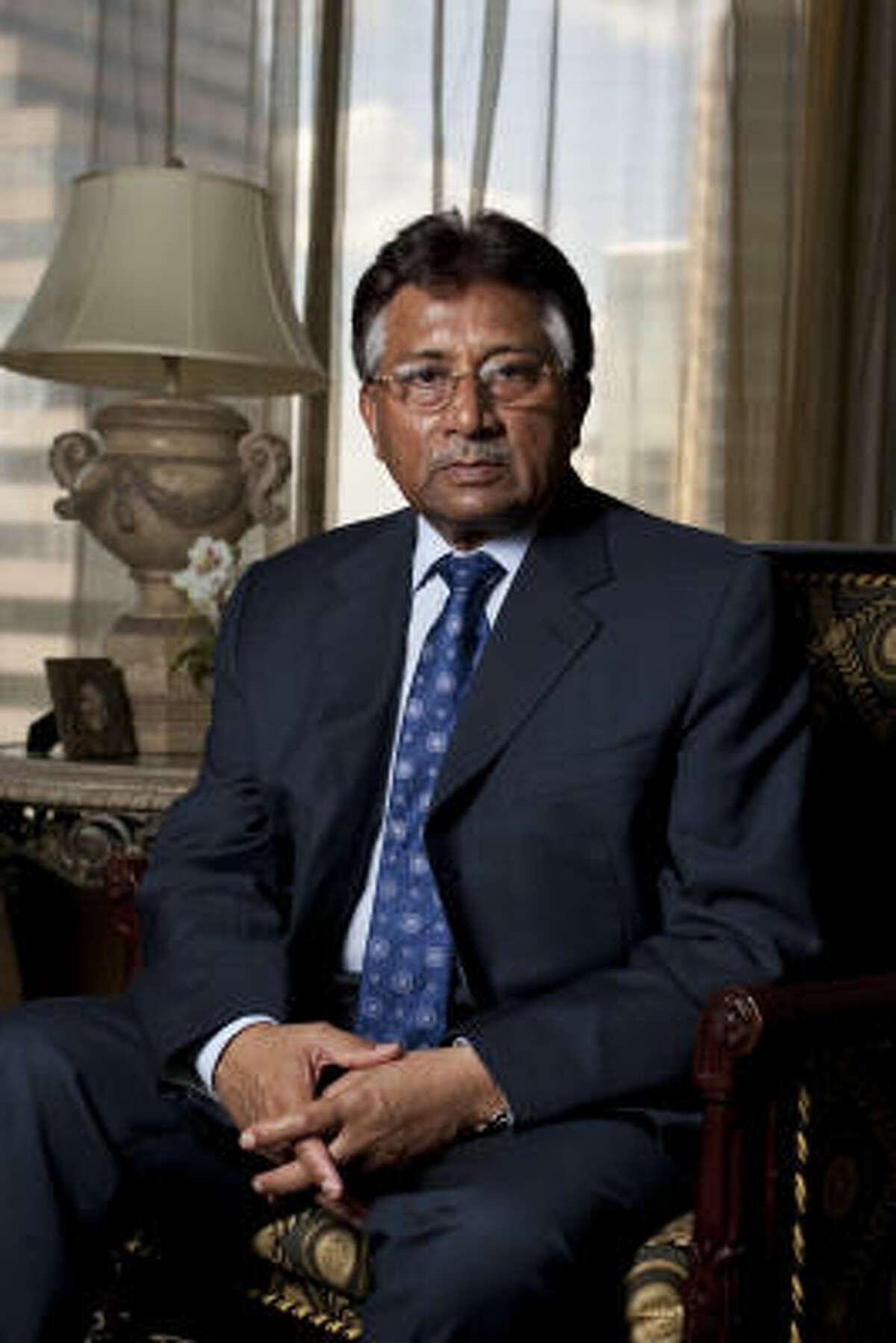 Pervez Musharraf will meet with former President George H.W. Bush and Joanne King Herring.