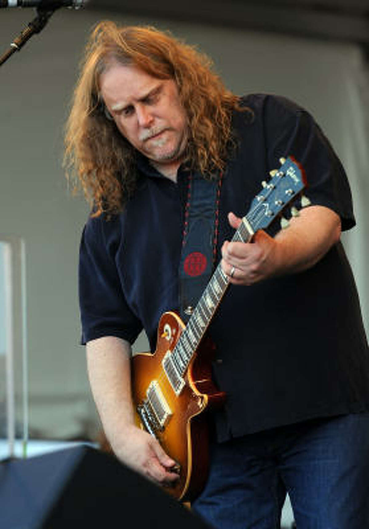 """""""We were programmed as listeners for a while to think that the art of improvisation was not necessary in rock and pop anymore,"""" says Warren Haynes about the demise of the live album."""