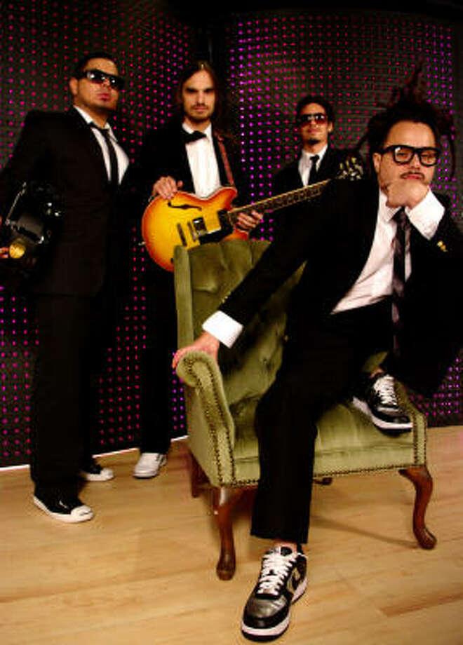 El cantante de Locos por Juana dice que aunque la banda ganó un Grammy el grupo piensa en la gente, no en los premios, cuando compone. Photo: F & F Media Corporation