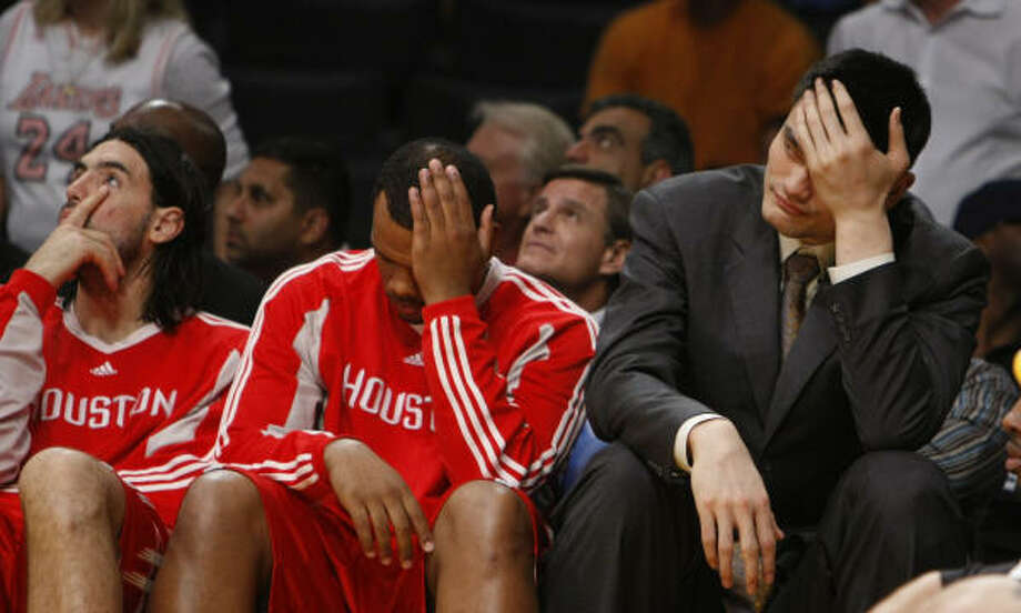 The stress fracture suffered by Yao Ming, right, may mean the end of his time with the Rockets. Photo: Nick De La Torre, Chronicle