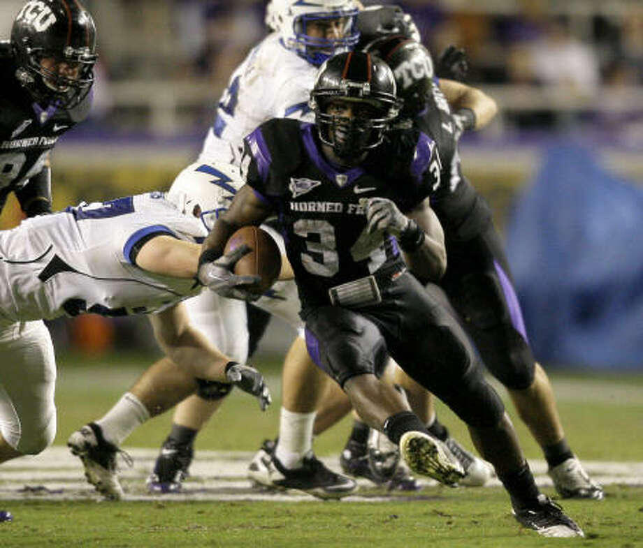 TCU running back Ed Wesley (34) finds an opening against Air Force for a long run in the first half. Photo: Tony Gutierrez, AP