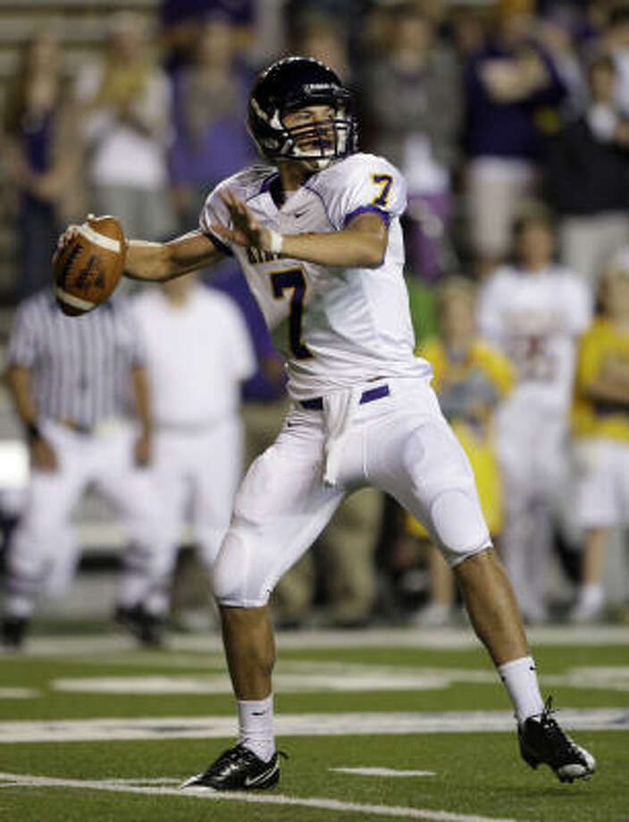 Kinkaid quarterback Ford Childress looks for a receiver on Friday at Rice Stadium Photo: Bob Levey, For The Chronicle