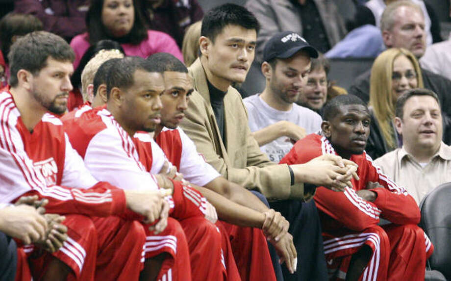 Under the current plan, Yao is limited to 24 minutes per game and he does not play in back-to-back games. Photo: EDWARD A. ORNELAS, SAN ANTONIO EXPRESS-NEWS