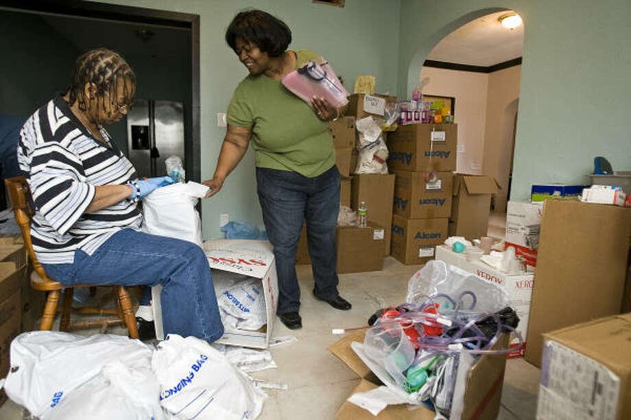 Joan Wilson, left, and Linda Hill, at the Third Ward headquarters of Nurses 4 Haiti, categorize medical supplies. Photo: Nick De La Torre, Chronicle