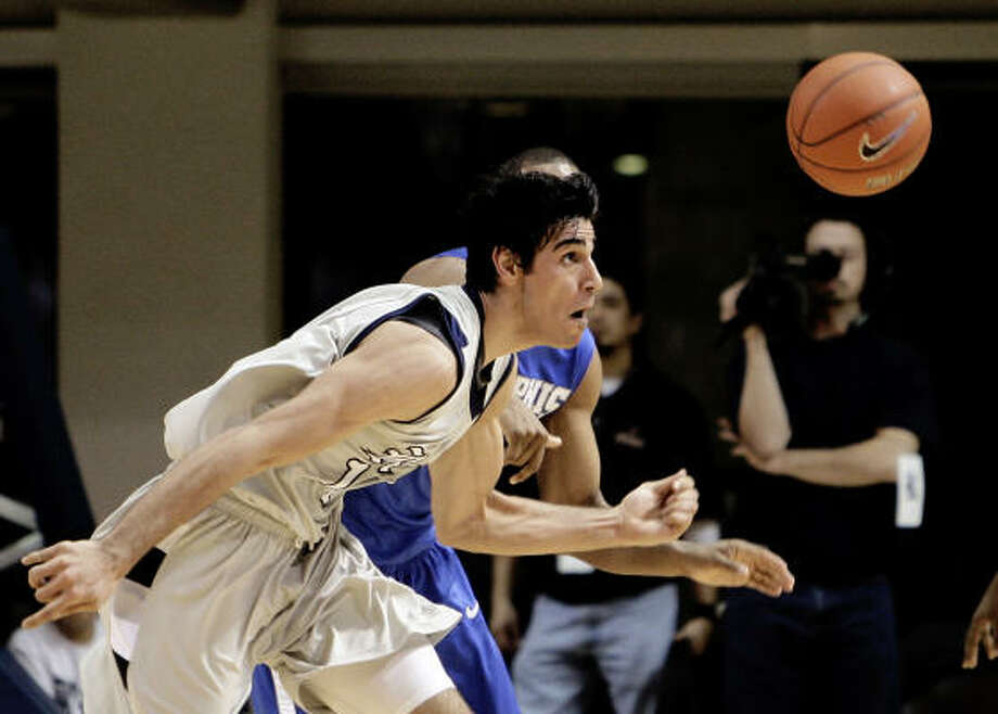 Rice's Arsalan Kazemi scored 14 points and pulled in 14 rebounds in the win over rival East Carolina. Photo: Chronicle File Photo