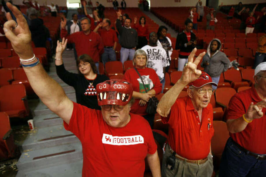 Getting students to Hofheinz Pavilion has not always been easy especially with games over break. Photo: Johnny Hanson, Chronicle
