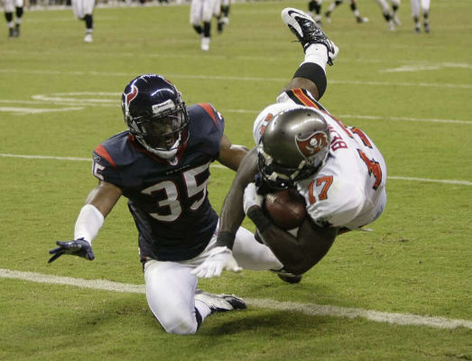 Buccaneers rookie wide receiver Arrelious Benn (17) beats Texans cornerback Jacques Reeves for a 21-yard touchdown reception Thursday at Reliant Stadium. Photo: Brett Coomer, Chronicle
