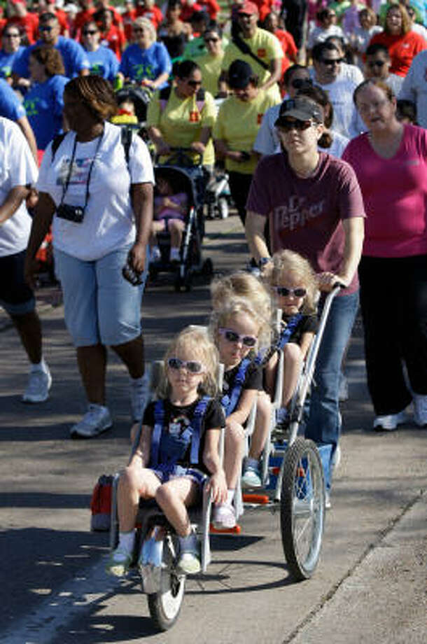 BIG STROLLER: Shelley Breedlove pushes her daughters during the 2010 March of Dimes March for Babies at the University of Houston campus earlier this year. Photo: Melissa Phillip, Chronicle