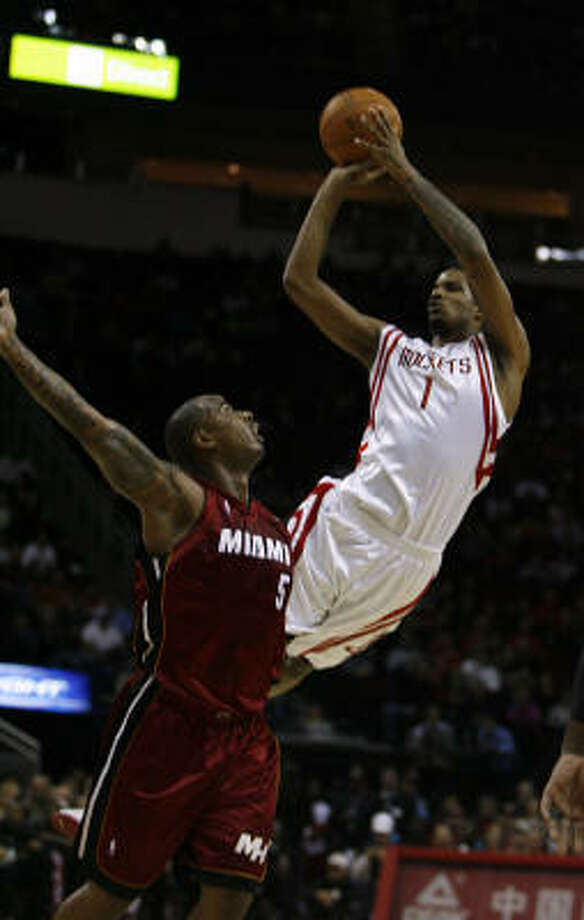 Trevor Ariza shoots over Heat forward Quentin Richardson during the first quarter. Photo: Johnny Hanson, Chronicle