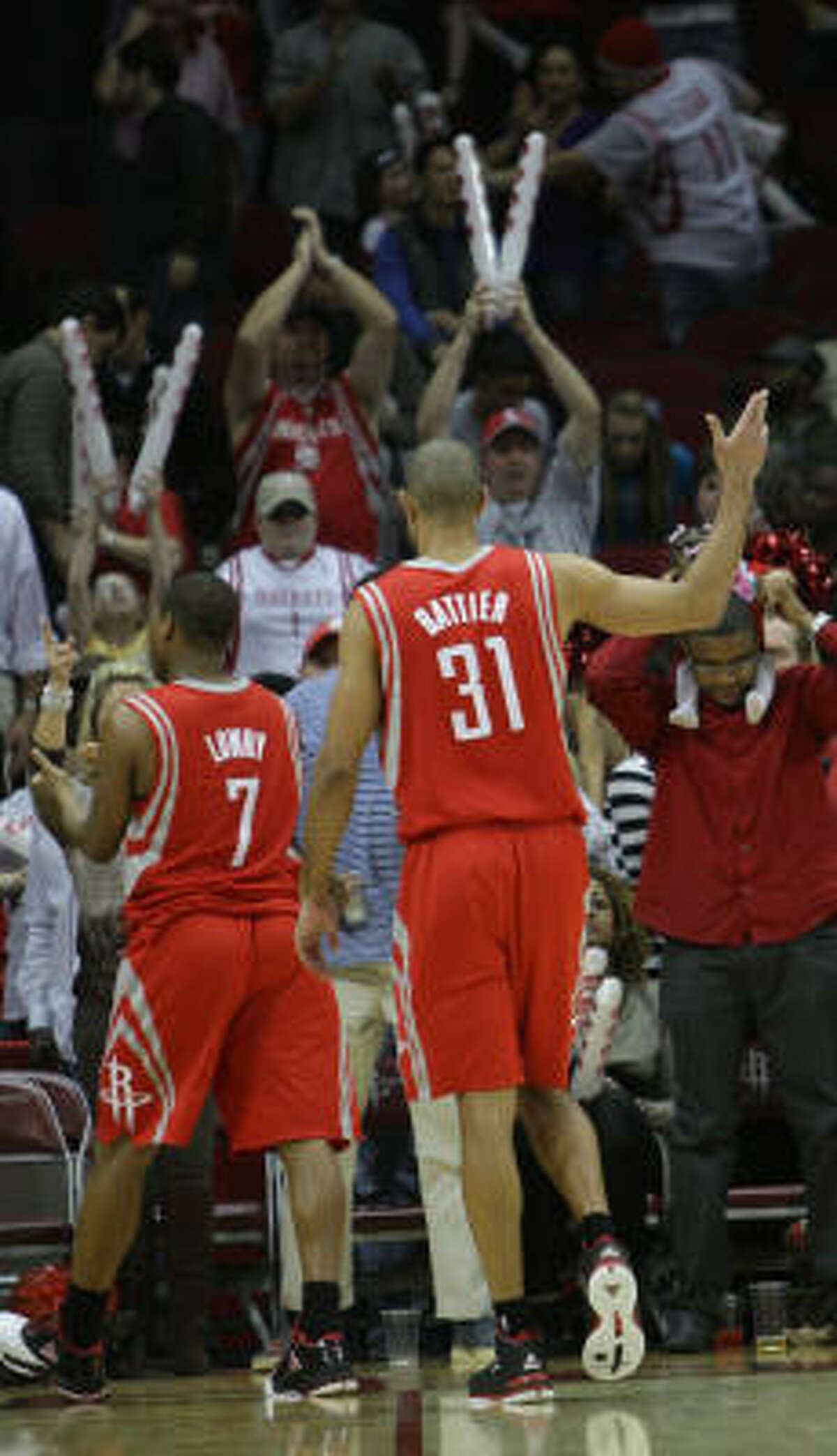 Rockets forward Shane Battier (31) waves to the crowd as he walks off the court after Friday's game.