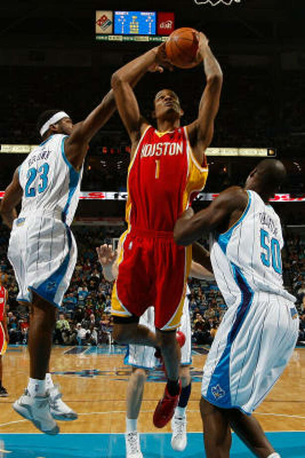 Rockets guard Trevor Ariza takes a shot over Hornets guard Devin Brown (23) and center Emeka Okafor (50). Photo: Chris Graythen, Getty Images